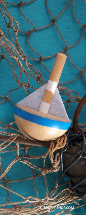 maison-grec-bois-bateau-cadeau-souvenir-toupie