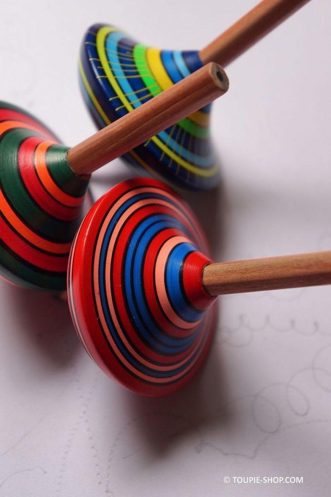 Jeux de Toupie qui Dessine avec Crayon de Bois